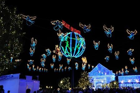hollywood christmas: Lake Buena Vista, FL - December 5: Osborne Christmas Light display at Waly Disney World Hollywood Studios December 5, 2010 at Walt Disney World, Lake Buena Vista, FL Editorial