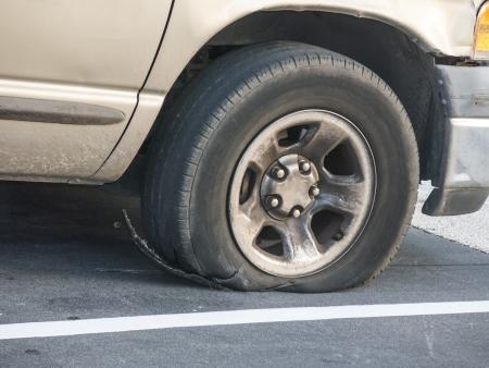 Défaillance des pneus exposer le steelbelt après une éruption Banque d'images - 21746433