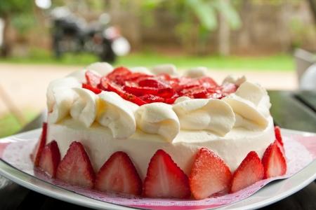 strawberry cake: homemade strawberry cake with cream