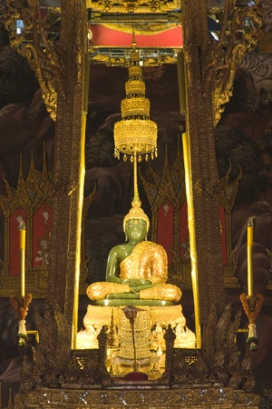 wat: The Emerald Buddha in the temple of Wat Phra Kaeo at the Grand  palace,Bangkok,Thailand