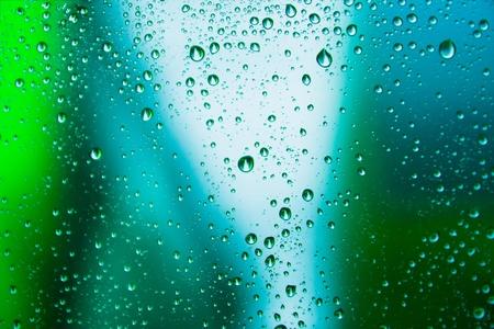 goutte de pluie sur le fond abstrait