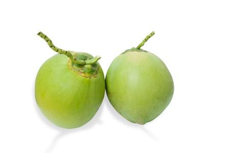 Vert noix de coco fruits isol� sur fond blanc et les ombres