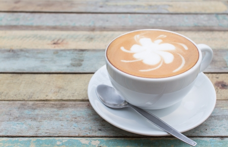 Caf� latte sur fond de grunge