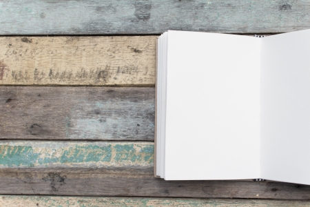 memo pad: Recycle notebook on grunge background