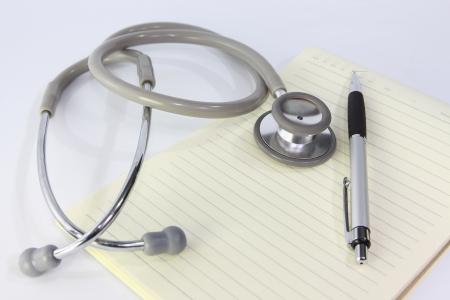 St�thoscope et ordinateur portable meadical un m�decin