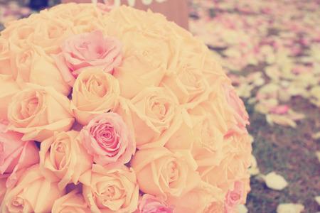Vintage rosas ramo arreglos para la decoración de la boda en el jardín Foto de archivo - 26047215