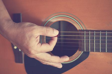 gutar: Guitarist plays guitar Stock Photo