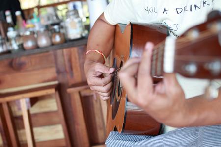 gutar: Guitarist plays guitar in cafe Stock Photo