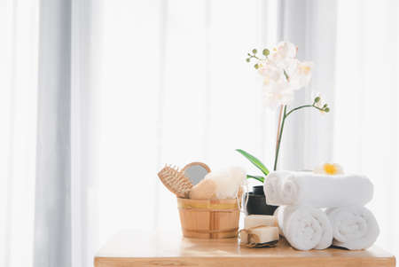 Spa products with white towels,soap,luffa scrub,comb and beautiful orchid flower in clean white room 版權商用圖片 - 157298945