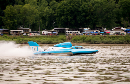 madison: Madison, Indiana  - July 2, 2016:  Jimmy Shane drives the Madison Racing U-1 in the Clifty Engineering & Tool Company Unlimited Heat 1A at the Madison Regatta in Madison, Indiana, July 2, 2016.
