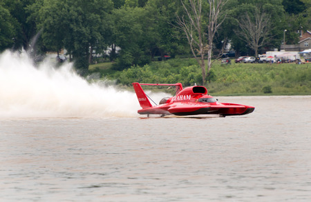 unlimited: Madison, Indiana  - July 2, 2016:  J. Michael Kelly drives the Graham Trucking U-5 in the Morgan Foods Unlimited Heat 1B at the Madison Regatta in Madison, Indiana, July 2, 2016. Editorial