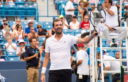 Mason, Ohio - August 15, 2016: Julien Benneteau  in a first round match at the Western and Southern Open in Mason, Ohio, on August 15, 2016. Benneteau won the match, upsetting David Ferrer. Banco de Imagens - 61437506