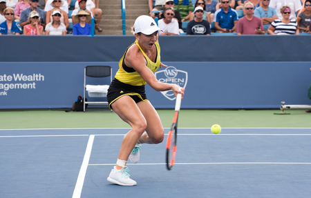 Mason, Ohio – August 17, 2017:  Simona Halep in a round of 16 match at the Western and Southern Open tennis tournament in Mason, Ohio, on August 17, 2017. Sajtókép