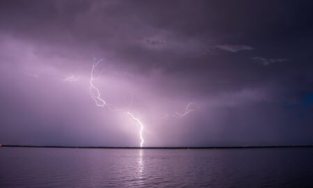 Lighting strikes during a thunderstorm. Banque d'images