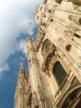 이탈리아 밀라노 고딕 양식의 duomo (대성당)의 외관을보고