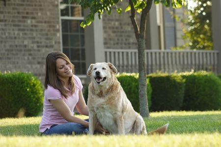 frau mit hund: Junge Frau U. Hund