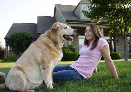 femme et chien: Jeunes Femme Et Chien