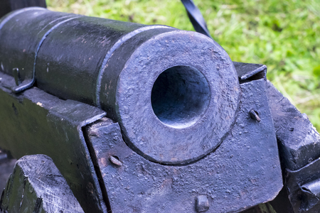firearms from the Middle Ages, gun-type weapons throwing lead balls