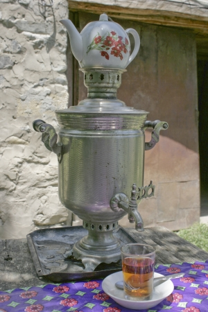 Samovar for preparing tea  chai  in a small village in the Caucasus region of Azerbaijan  版權商用圖片