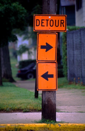 ambivalence: Ambivalent detour sign lets the driver choose the route