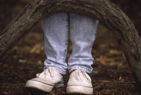 Dos pies listos para ir a lugares y hacer frente al mundo