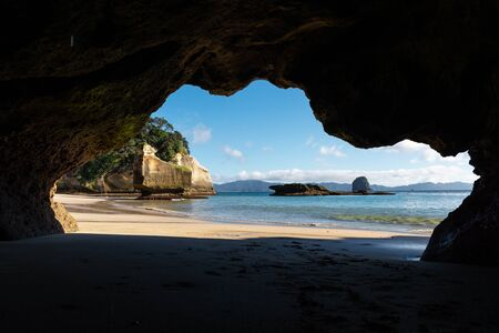 beautiful view of a beach in hahei framed by a cave, Coromandel Peninsula, North Island, New Zealand Imagens