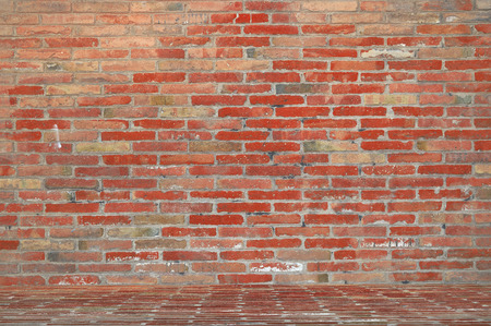 Fond rouge mur de briques dans un studio photo photographe. copie espace vide pour le texte de l'éditeur.