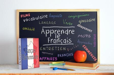 Blackboard avec le message LEARN FRANÇAIS et un texte Banque d'images