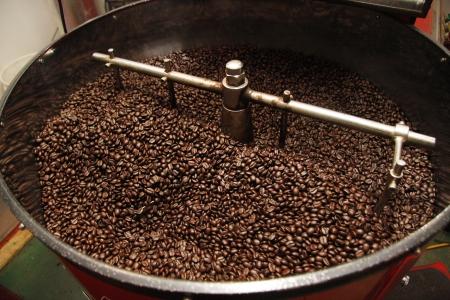 コーヒー豆の焙煎機 写真素材