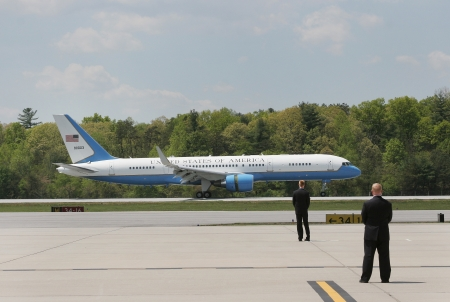 united states air force: The United States of America s Air Force One airplane landing Editorial