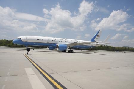president???s: Gli Stati Uniti D'America s Air Force One aereo su una pista Editoriali