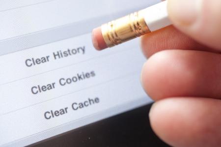 コンピューター上の明確なインターネットの歴史を指す消しゴム。 写真素材