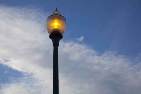 lamp post: Un lampione tungsteno Archivio Fotografico