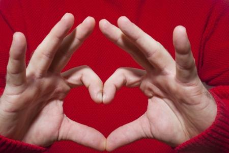 hand sign: Een hartvormig gebaar gemaakt met een handteken