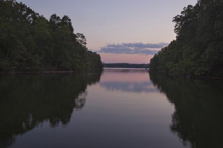 Una vista crepuscolo del Lake Norman in North Carolina. Archivio Fotografico