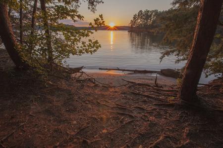 Un tramonto di Lake Norman in North Carolina.