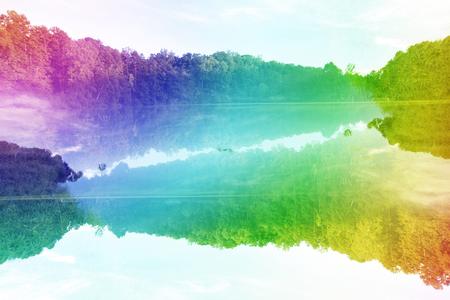 Een kleurrijk psychedelisch abstract beeld van een meer.