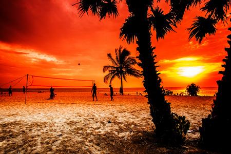 pelota de voley: Deportes de voleibol en la playa.