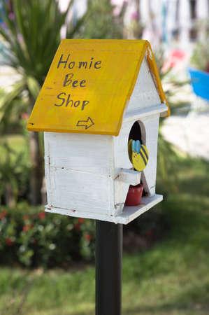bee house: Bee house