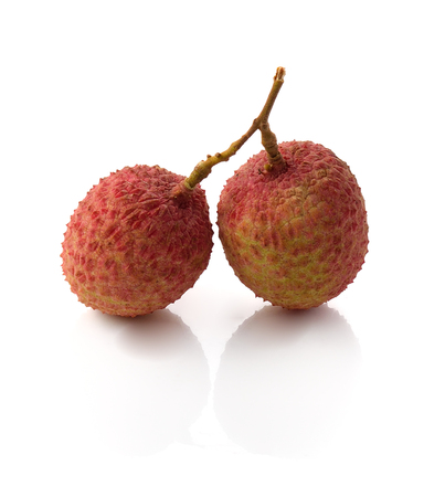 litschi: The lychee (Litchi chinensis) fruit, close up, macro, isolated. Genu Stock Photo