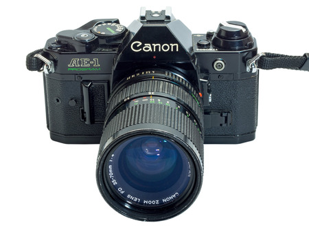 Canon AE-1 Program is the classic old-fashioned film camera, composed with normal zoom lens 35-70 mm, isolation on white background 版權商用圖片 - 31933886