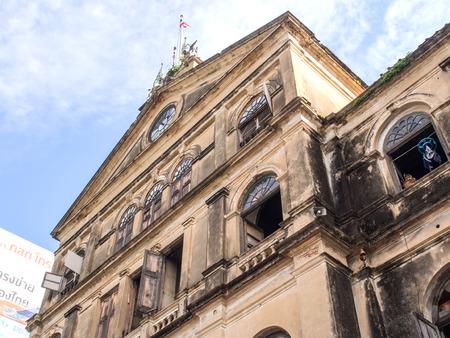 estacion de bomberos: Antiguo edificio de arte colonial en Bangkok bajo el cielo nublado. Ahora bien, este edificio es el lugar publick, cuarteles de bomberos. Editorial