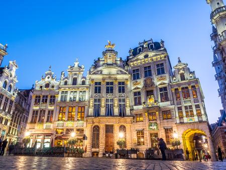 bruxelles: Grand place is beautiful and elegant landmark in Brussels, Belgium, under twilight evening sky at dusk