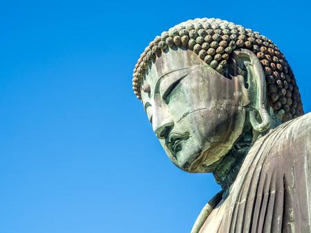 鎌倉、長谷寺、澄んだ青い空の下で (大仏) の大仏。