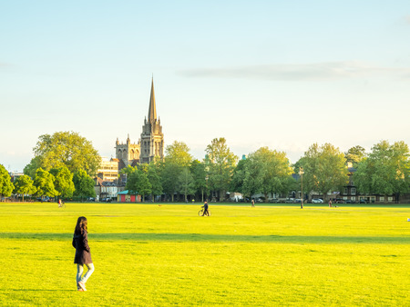 cambridge: CAMBRIDGE - MAY 23: Parkers piece is large park in Cambridge, England, under blue evening sky, on May 23, 2016. Editorial