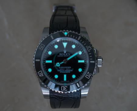 BANGKOK - SEPTEMBER 2 : Rolex submariner no date model with superluminova glow in dark reaction was taken in Bangkok, Thailand, on September 2, 2017. Editorial