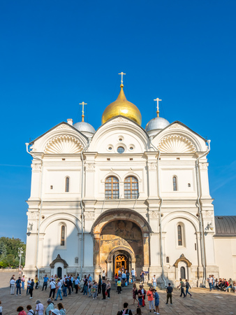 MOSCOW, RUSSIA - SEPTEMBER 5 : Front entrance of Cathedral of Archangel in Cathedral square, Moscow Kremlin, in Moscow, Russia, on September 5, 2018. 에디토리얼