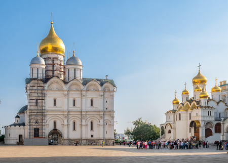 MOSCOW, RUSSIA - SEPTEMBER 5 : Cathedral of Archangel and Cathedral of Annunciation, view from square in Kremlin, Moscow, Russia, on September 5, 2018. 에디토리얼