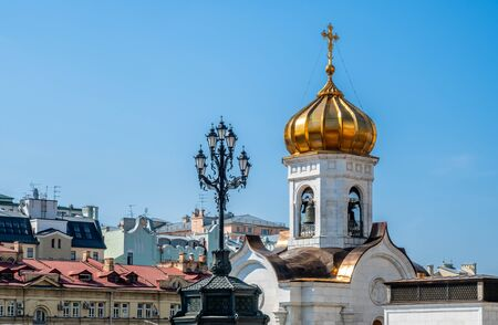 Golden small dome of Cathedral of Christ the Saviour, the second tallest Orthodox church in the world, landmark of Moscow, Russia, under blue sky in summer season 스톡 콘텐츠 - 131840452
