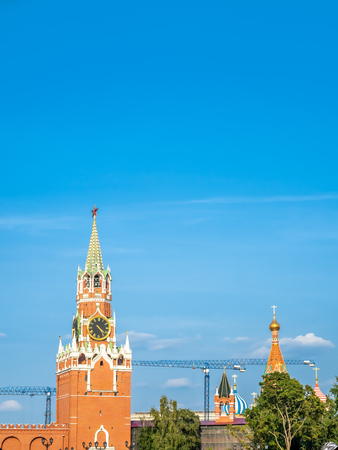 Spasskaya tower, main tower on the eastern wall of Moscow Kremlin, exit to Red Square, in Moscow, Russia 에디토리얼